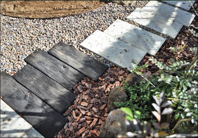 空間となる部分の雑草対策・マルチング処置