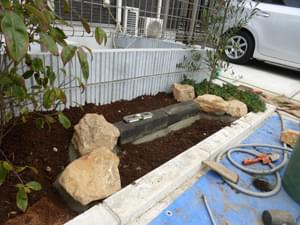 花壇の終点部分の庭石