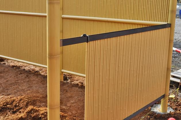 竹材を模したタイプのアルミ柱もご用意