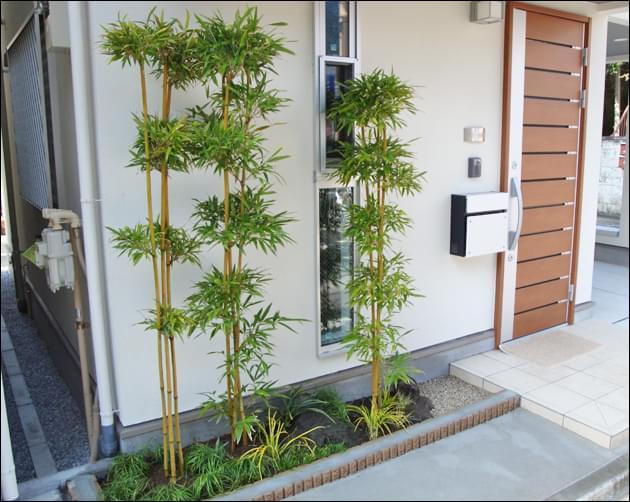 大名竹と鳥海石のレイアウトで和風花壇に