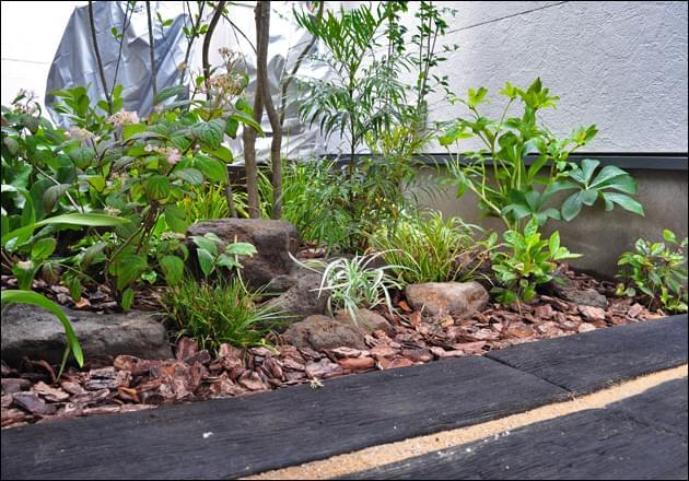 小さな庭でも取り入れたいナチュラルデザイン