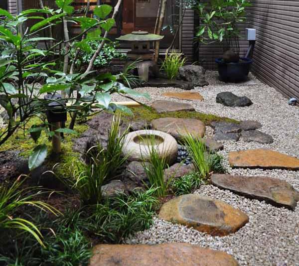 和庭の景観として打つ飛び石
