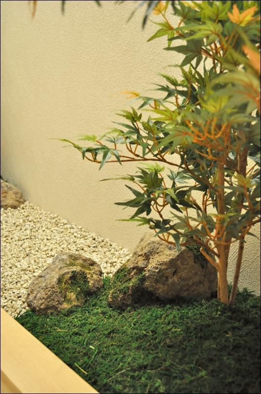 乾燥苔と鳥海石を自然に見せる造作