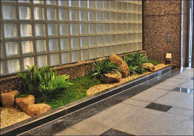 エレベーターホールにも和風庭園の趣を