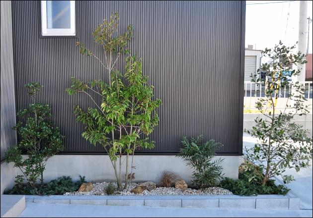 高低差を付けた植栽レイアウト