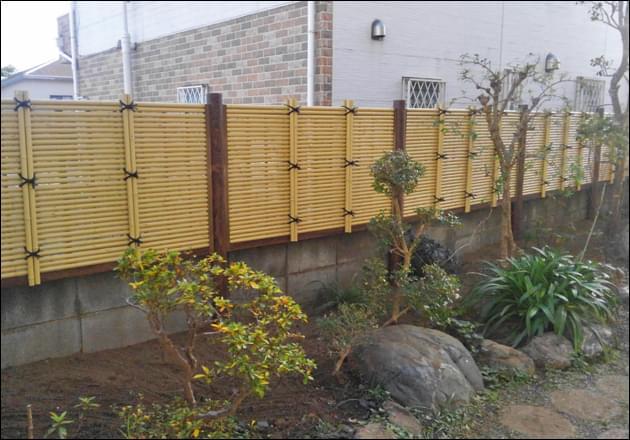 ブロックよりも上を目隠しする人工竹垣