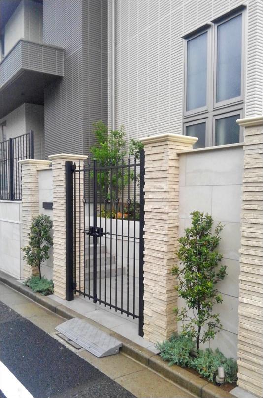 門扉周りの植栽デザイン