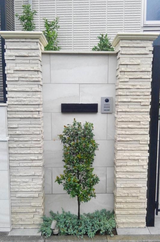 立ち木とグランドカバーの植栽バランス