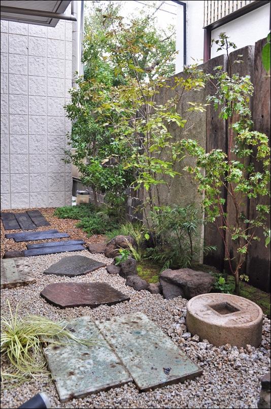 和洋の坪庭が共存するデザイン