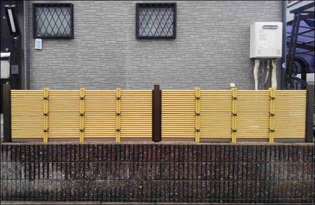 ブロックの上部へ目隠し効果を追加する人工竹垣