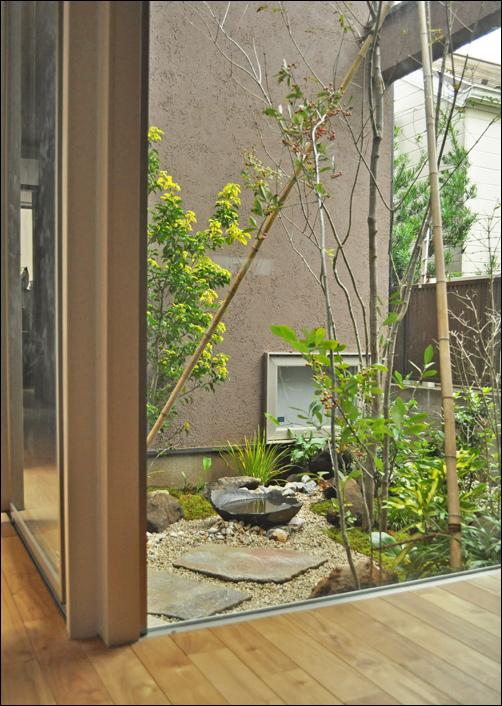 坪庭のデザイン例と、狭い庭のメリット
