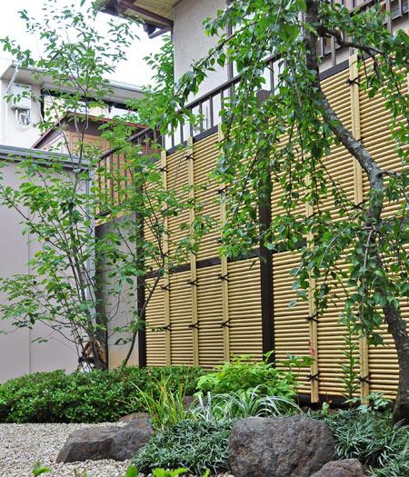 目隠しフェンスでお庭のテーマも表現できる