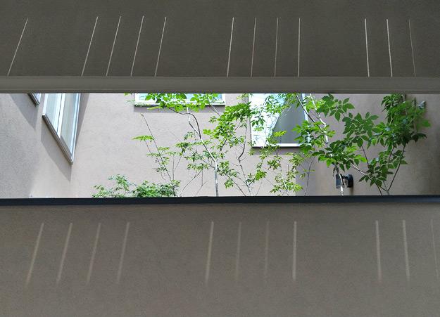 坪庭上部に設置された通風口