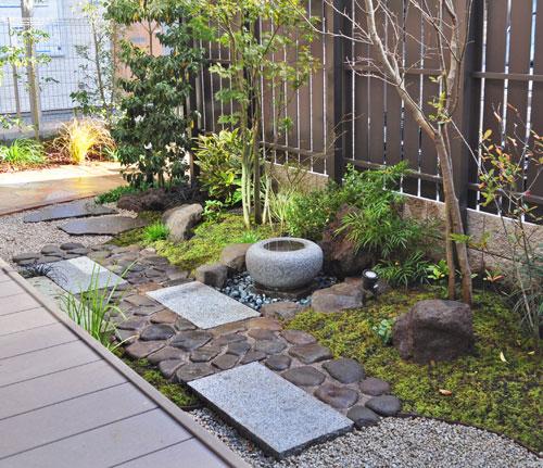 部屋から見る為の和風の庭:新宿区Y様邸