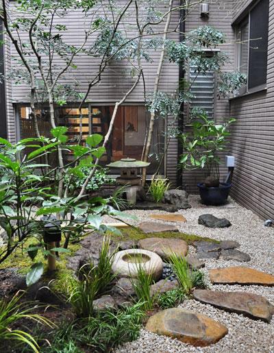 現代住宅での坪庭:台東区お客様邸
