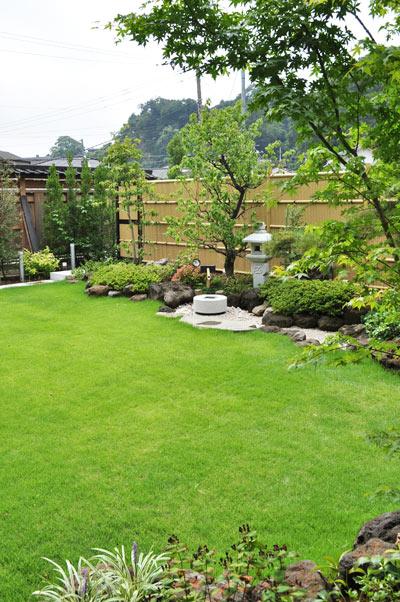 和風の庭に芝生を:横浜市お客様邸