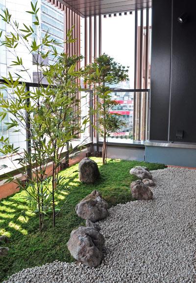 人工植物を用いたバルコニーの和庭:新横浜飲食店舗様