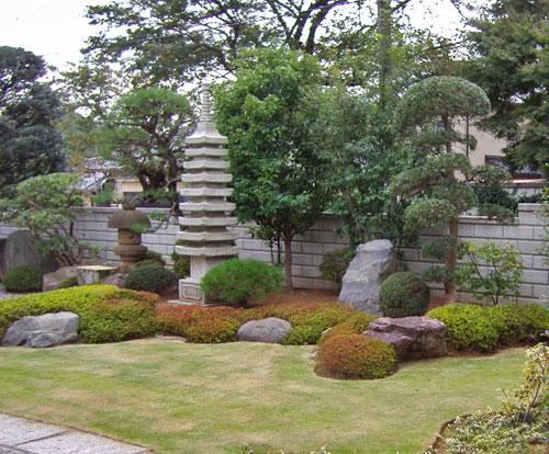 低木の寄せ植えで和庭のデザインを作る