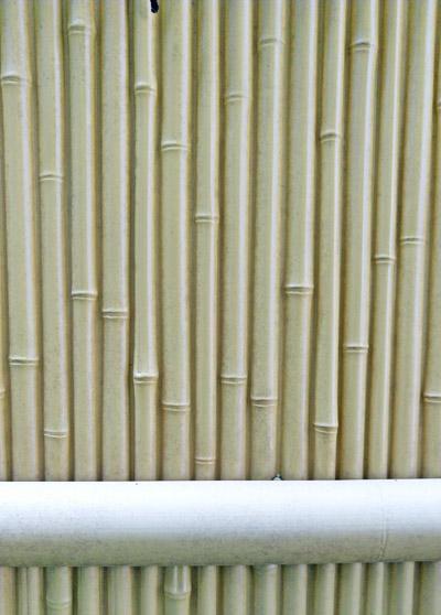 パネルに意匠を施したタイプの人工竹垣