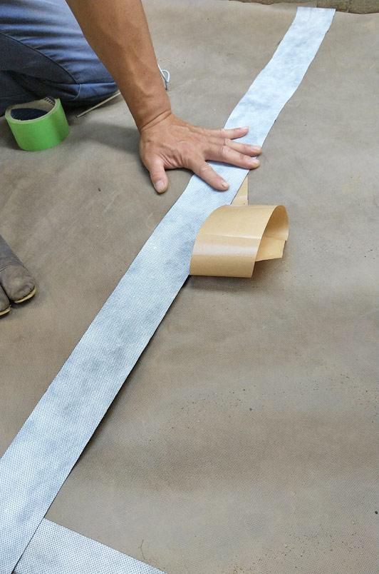 防草シ-ト同士の重ね目を塞ぐ屋外用テープ