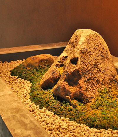 プラスチック製の庭石(擬石)