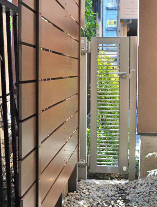 狭い場所にも設置できる樹脂フェンス