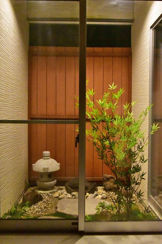 玄関から眺める坪庭:お客様撮影