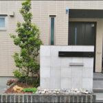 玄関前と道路沿いの花壇へおしゃれな植栽デザインを-豊島区K様邸